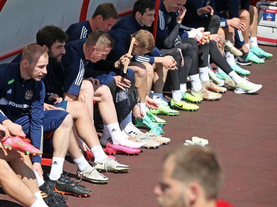 Футболисты сборной России прибыли на сбор в Австрию