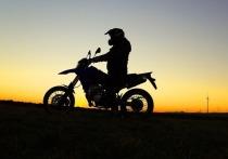 60 раз отжаться, 20 раз подтянуться и нарисовать 10 параллельных линий на листе бумаги – такие навыки признало Минобрнауки жизненно необходимыми для мотоциклистов
