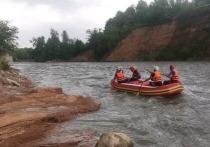 В Адыгее ищут туриста, унесенного течением реки