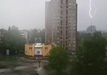 Молния ударила в телебашню в Петрозаводске