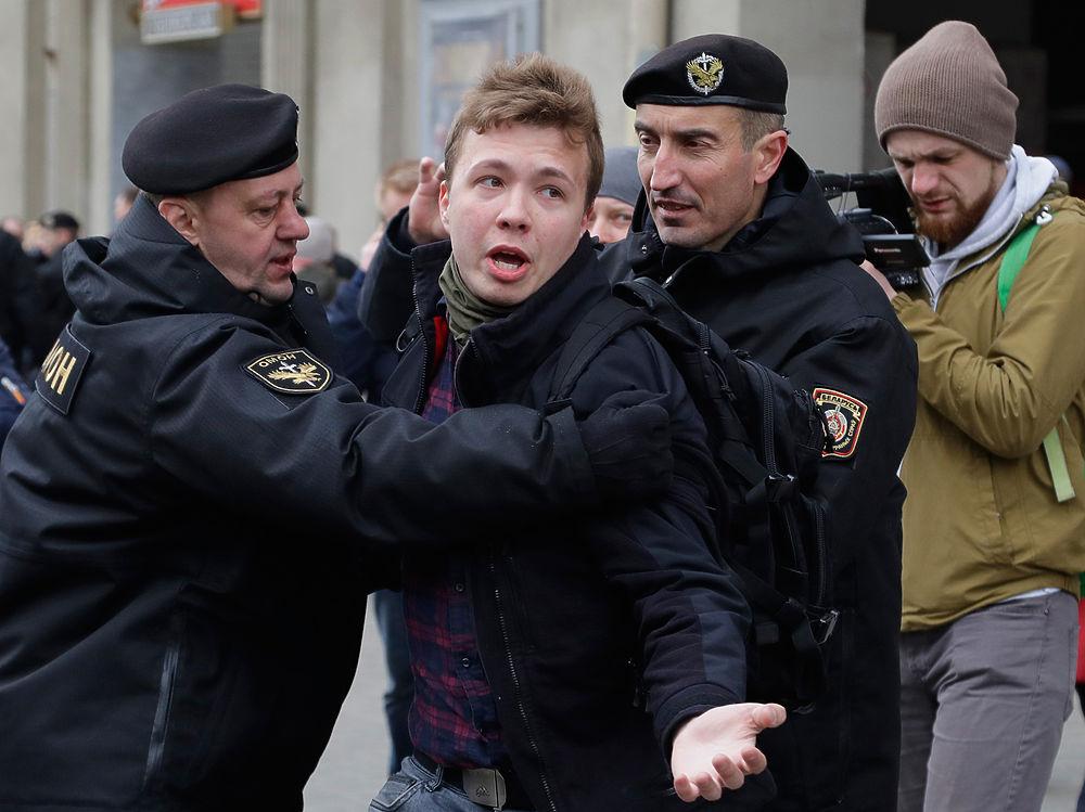 Самолет с Романом Протасевичем посадили в Минске: последние фото оппозиционера
