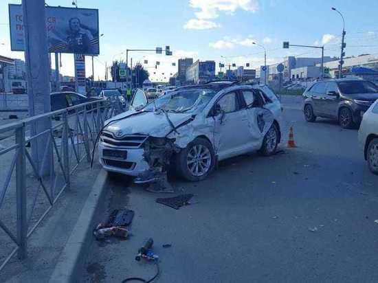 Водитель Toyota Venza погиб в ДТП на улице Большевистской в Новосибирске