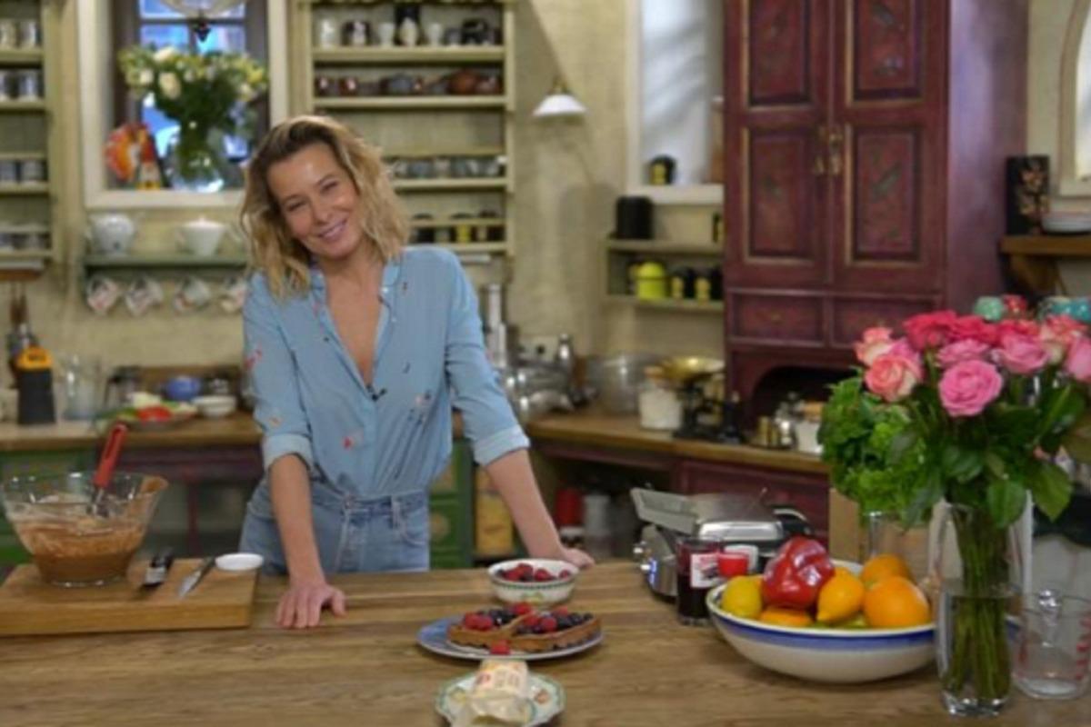 Юлия Высоцкая рассказала как приготовить вкуснейшие вафли на завтрак