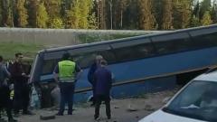 Автобус с рабочими опрокинулся в Подмосковье: кадры аварии