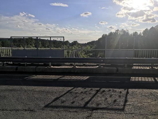В Кировской области инспекторы ГИБДД спасли женщину на мосту