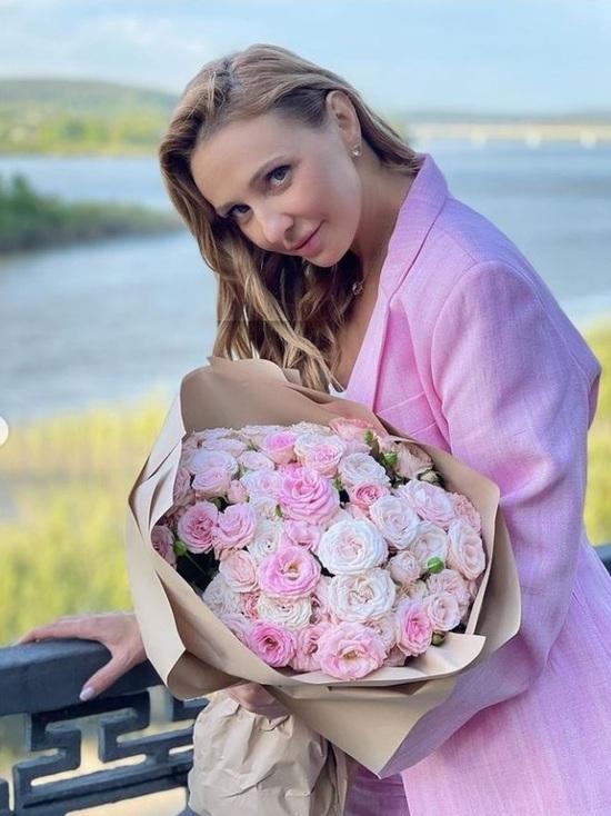 «Прекрасный регион, отличный город»: Татьяна Навка выложила фото с набережной в Кемерове