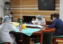 Айсен Николаев поручил провести массовую обязательную вакцинацию якутян