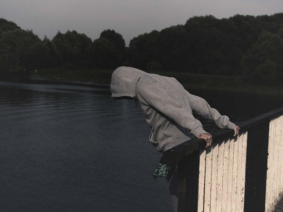 В Кировской области сотрудники ДПС отговорили женщину от самоубийства