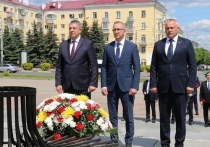Брянский и калужский губернаторы возложили цветы на площади Партизан