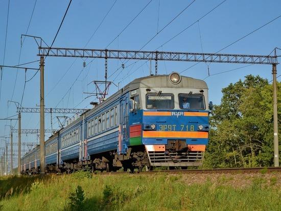 В Нижнем Новгороде подростка ударило током, когда он прыгал по электричкам