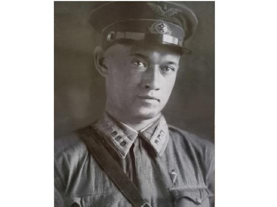 Спустя почти 80 лет после боя родственники лётчика Виктора Дорошенко смогли прикоснуться к штурвалу его самолёта