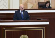 В среду наконец глава Белоруссии Александр Лукашенко изложил свою версию посадки самолета в Минске