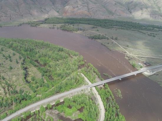 Проезд по автодороге Кызыл-Сарыг-Сеп в районе Кок-Тейского моста перекрыт