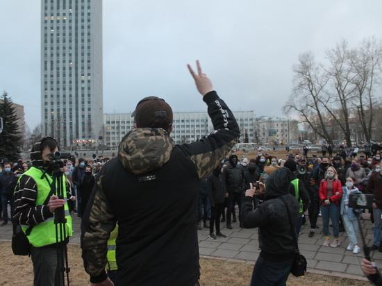 Активистка из Шенкурска получила сутки обязательных работ за съёмку своей дочери с плакатом в поддержку Навального