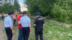 На улицу Институтскую в Кемерове подтягиваются полицейские УАЗики