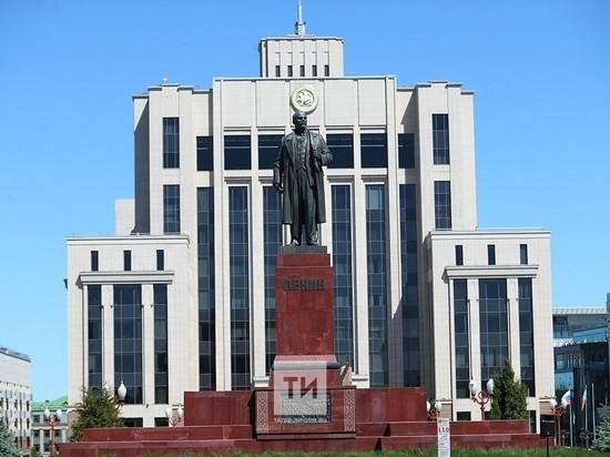 Торжественно открыли после реставрации памятник Ленину в Казани