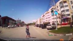 Сахалинка с ребенком перешла дорогу, не заметив ничего