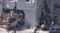 В США пожарная машина, избегая ДТП, пробила дом насквозь