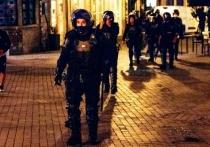 """В португальском городе Порту, где вечером в субботу должен пройти финал Лиги чемпионов УЕФА """"Манчестер Сити"""" - """"Челси"""", начались массовые драки с участием прибывших английских фанатов и местных полицейских. """"МК-Спорт"""" рассказывает подробности."""