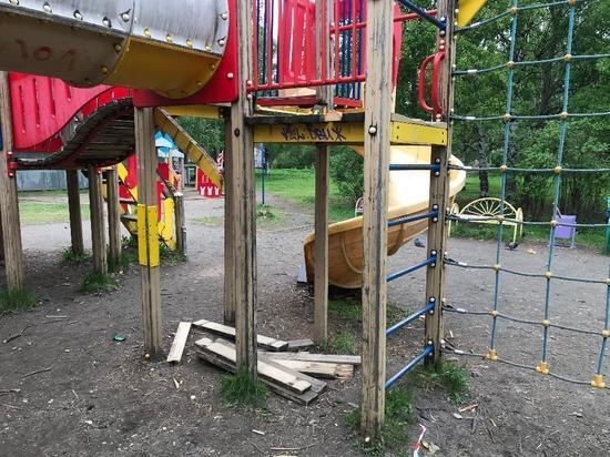 В Архангельске возбуждено дело после падения девочки с горки на детской площадке