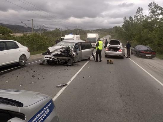 У Артема автолюбительница спровоцировала аварию с двумя автомобилями