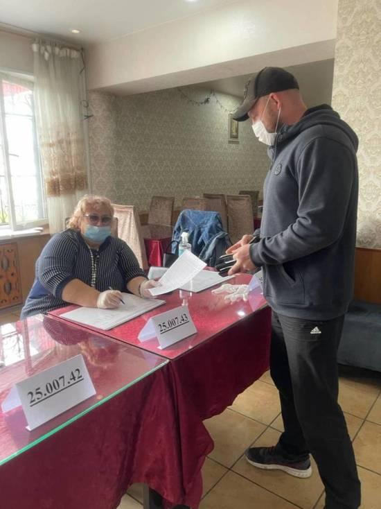 Первые голоса отданы на очном голосовании праймериз в Приморье