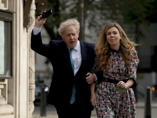 Премьер-министр Великобритании сочетался браком с матерью своего ребенка