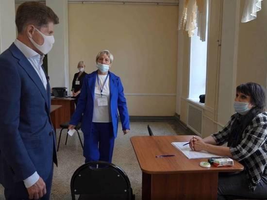 Олег Кожемяко посетил избирательный участок в Артеме