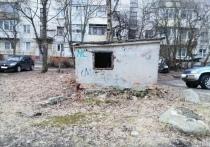 Заброшенную хозпостройку в Петрозаводске так и не закрыли