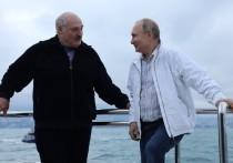 Политолог Сергей Марков считает, что президент Белоруссии Александр Лукашенко не сделал заявления о признании Крыма территорией России сразу после переговоров с российским лидером Владимиром Путиным, потому что могло сложиться впечатление, что это сделано под давлением