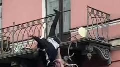 В Петербурге поссорившаяся пара упала с третьего этажа