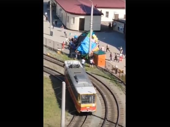 Несколько детей пострадали на лопнувшем батуте в Барнауле