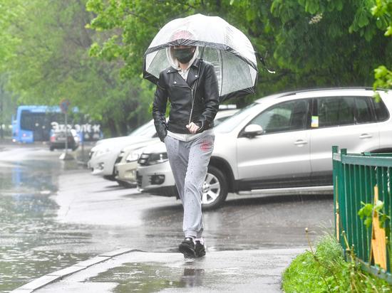 Гиды начали проводить экскурсии в местах постоянных уличных подтоплений