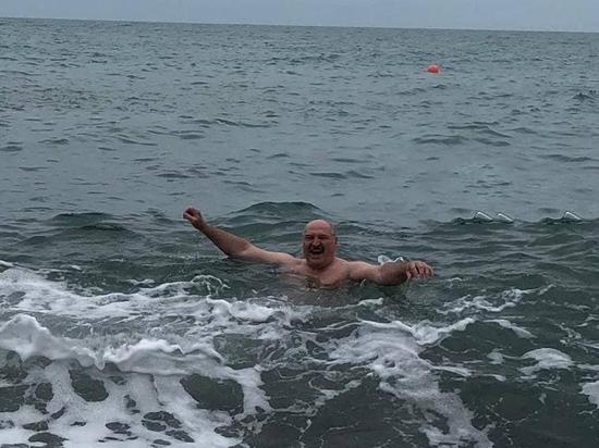 Лукашенко оказался Путиным: кредит стряс, в Черном море искупался