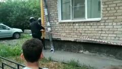 В Екатеринбурге мужчина открыл стрельбу по прохожим из окна квартиры