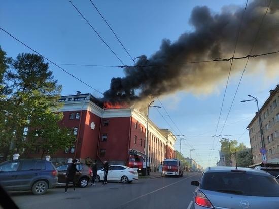 """СРОЧНО: Гостиница """"Северная"""" загорелась в Петрозаводске"""
