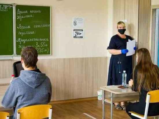 В Челябинске школьники начали сдавать ЕГЭ