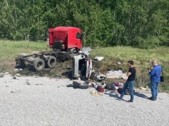 Из-за лопнувшего колеса фуры под Челябинском погибли два жителя ХМАО
