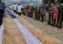 В Ангарске в честь юбилея испекли 70-метровый пирог с капустой