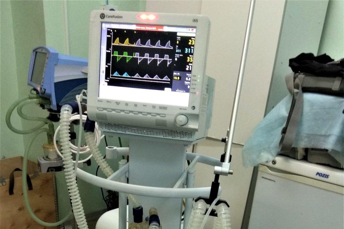 В Костроме благотворители передали окружной больнице пять аппаратов ИВЛ