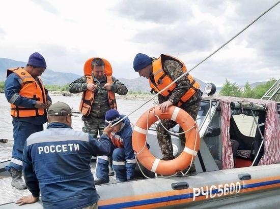 В Туве спасатели оказали помощь энергетикам в ремонтных работах