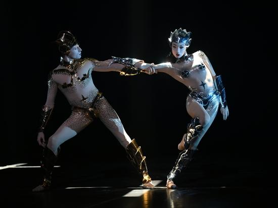 Знаменитый хореограф и легендарный кутюрье создали дуэт специально для примы театра