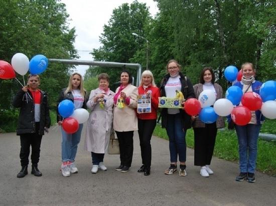 Подарки для маленьких пациентов передали активные жители Серпухова