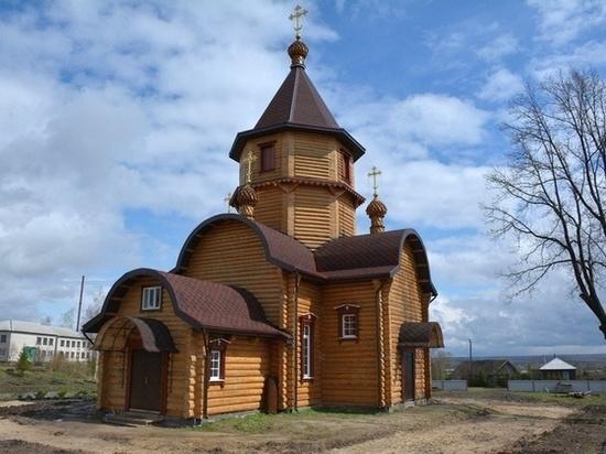 Сколько бы ни было путей и дорог в жизни человеческой, а путь к Богу только один — через церковь