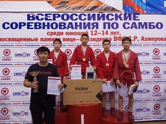 Спортсмены Калмыкии завоевали бронзу на всероссийских соревнованиях по самбо