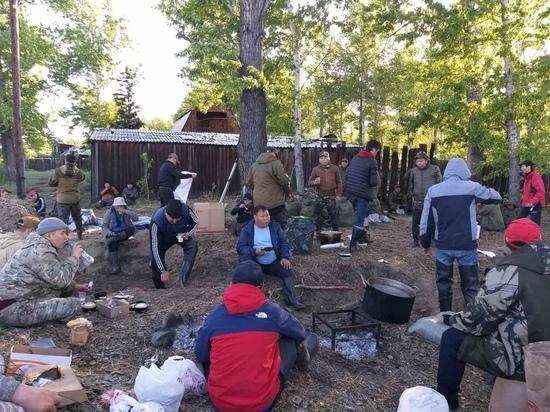 В Кызыле предприниматель накормил добровольцев, работающих в зоне подтопления