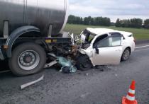 Водитель «Тойоты Королла» погиб после столкновения с грузовиком на трассе под Омском