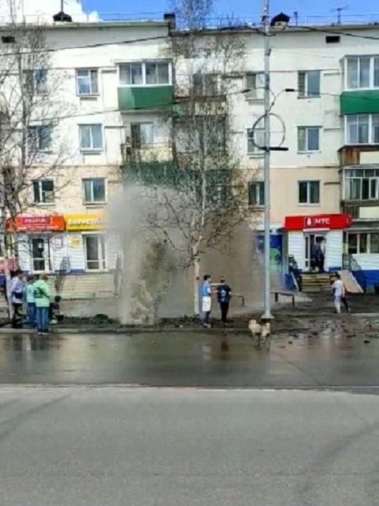 На одной из улиц Нерюнгри прорвало водопровод