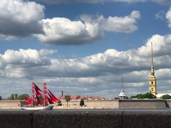 «Алые паруса» пришвартовались у Петропавловской крепости