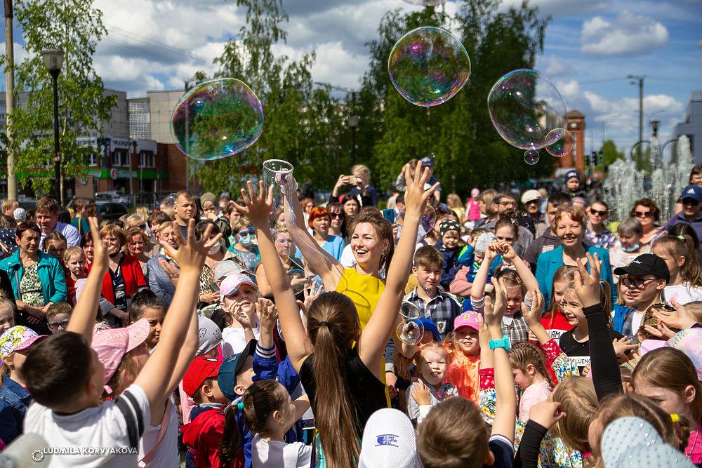 Сезон фонтанов в Петрозаводске открылся уличным праздником